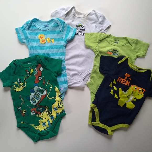 Carter's Other - ✨ 5/$25✨👶 3-6 mo Gender Neutral Onesies